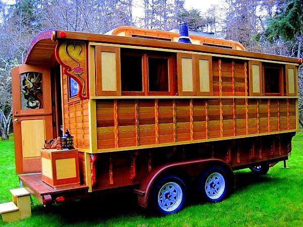 Vardo On Pinterest Gypsy Caravan Wagon And