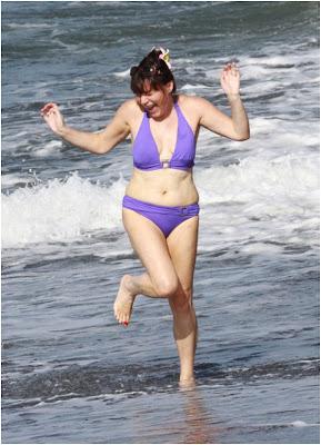 Lorraine Kelly Bikini Canaids