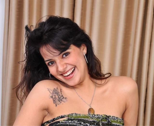 saloni actress pics