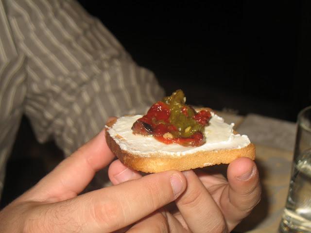 Bocado de aliño de pimientos con queso philadelphia duo