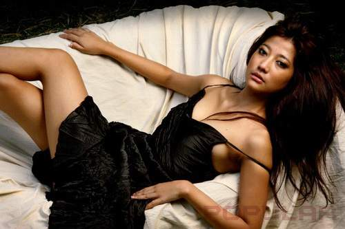 Gambar Hot Adelia Rasya di Majalah Popular