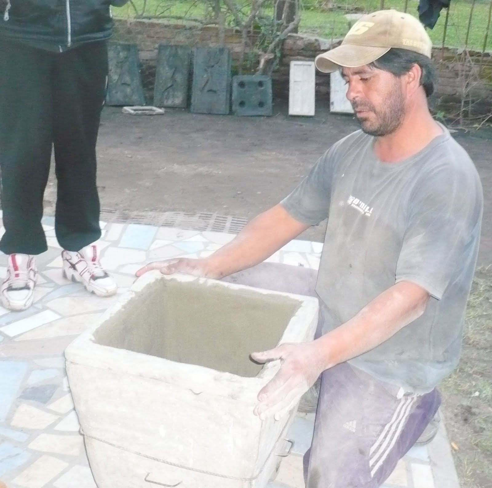 Marco cotti y flia macetas de artesan a y ladrillos de for Molde para cemento