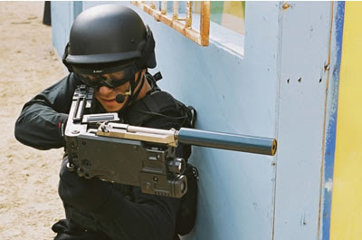 Armes de fabrication Israelienne Cornershot-silencer