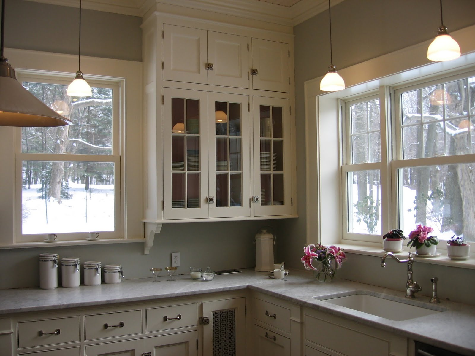 Old fashioned kitchen cabinets for 1930s style kitchen design