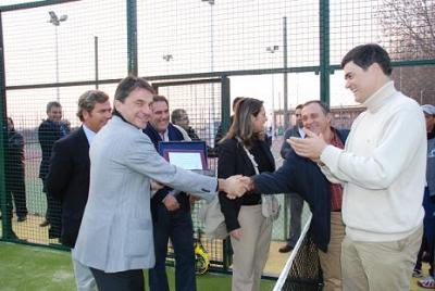 Emilio Sanchez Vicario inagura pistas de pádel y tenis en Motril