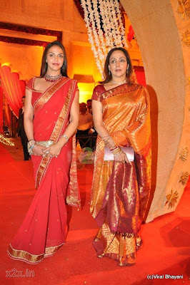 Esha Deol with Hema Malini Hot Photo