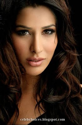 Sophie Choudhry Sizzling sexy Photo Shoot