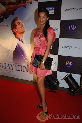 Bollywood hottie at Aashayein premiere Pictures