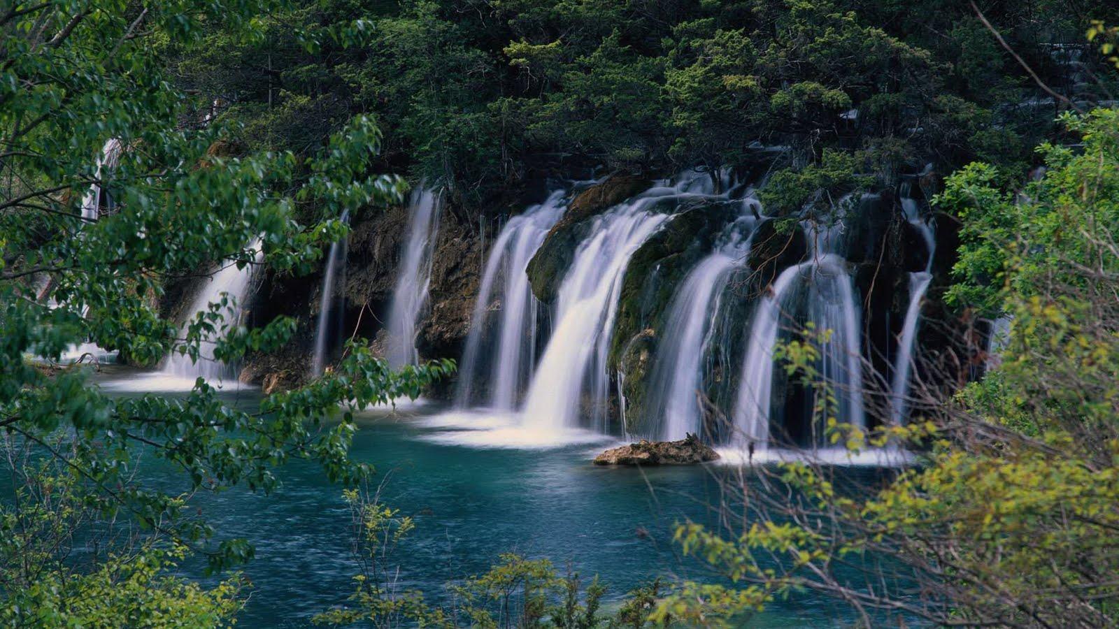 http://3.bp.blogspot.com/_6A8j2EQmANk/TJh-q4R1e0I/AAAAAAAASIM/wLDXl_VnVpY/s1600/Beautiful+Ever+Landscape+Wallpapers+1.jpg