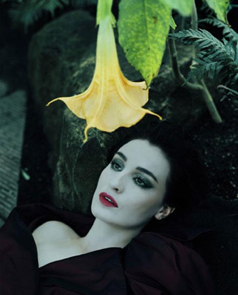 [Avant-Garde_21_Trumpet+flower+ad+woman.jpg]