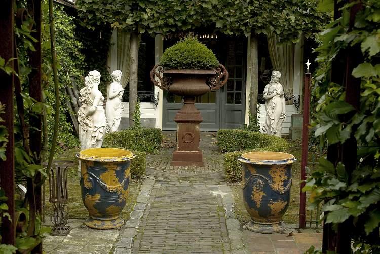 [The+Villa_6_Garden.jpg]