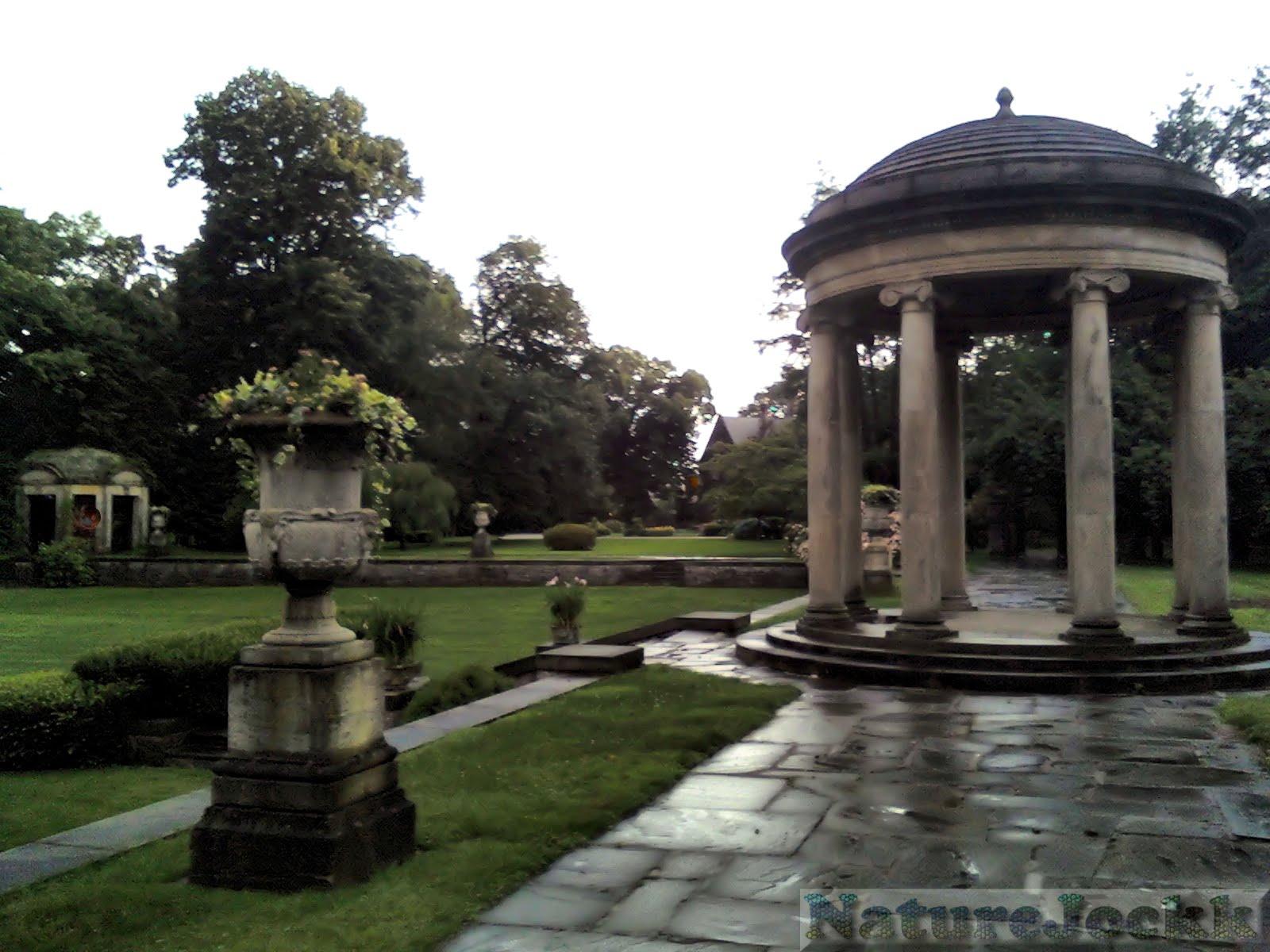 http://3.bp.blogspot.com/_6ANko4sjweM/SxPrY8YaK-I/AAAAAAAAXKI/k9pOnARMytU/s1600/Gardens_2.jpg
