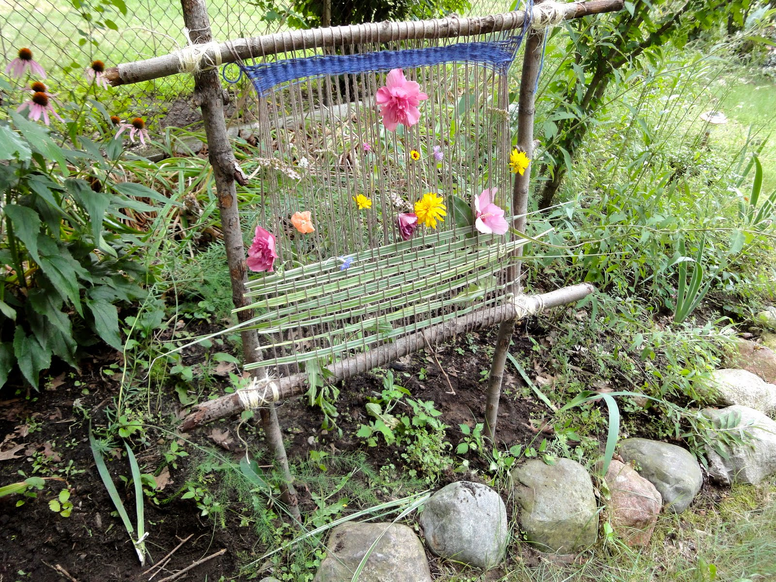 Seasonal gnome garden loom for Katzennetz balkon mit scout garden