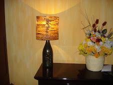 Luminária de garrafa e coador de café