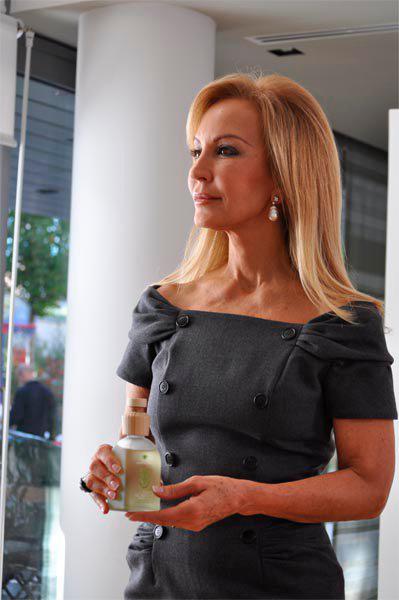 Carmen Lomana imagen de Cristalinas perfumes de hogar