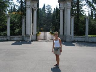 De indrukwekkende inkom van het Palace Hotel Villa Cortine