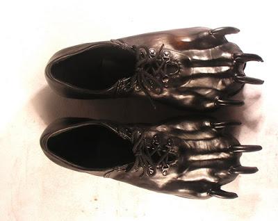 http://3.bp.blogspot.com/_6Eg670GzQKM/SuekOehAaLI/AAAAAAAABQI/MkvEyh-oOIE/s400/werewolf%2520shoes.jpg