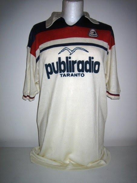 Maglia Taranto 1982-1983 (magliamatchworn.altervista.org)