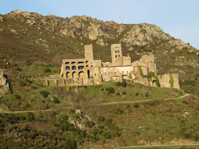 monastir de san pere de Rodes, monasterio de San pere de rodes, románico catalán, romànic català