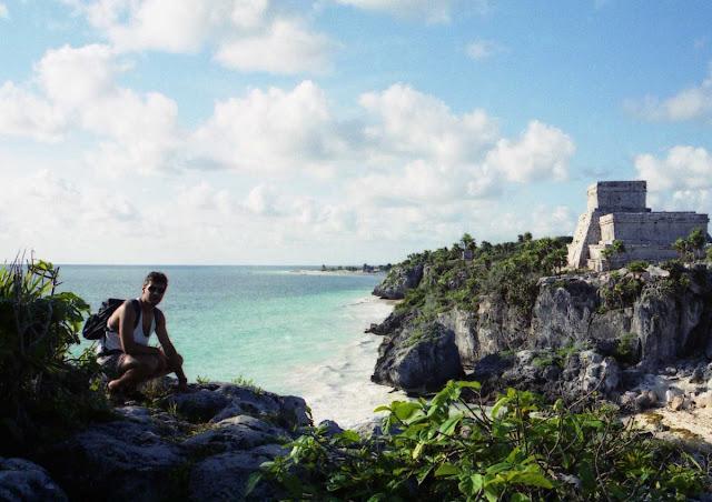 ruinas de tulum, playa tulum, mochileros en tulum
