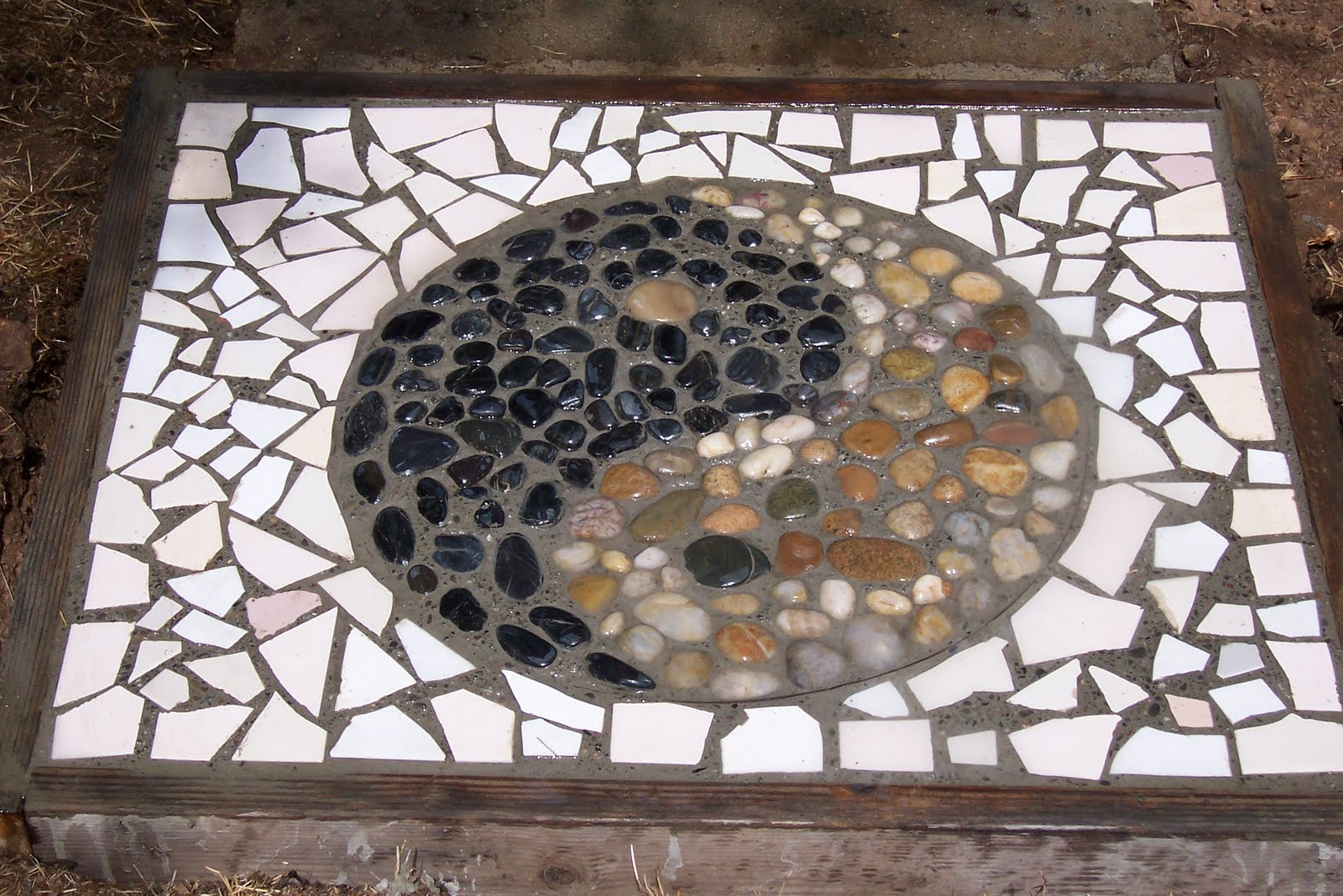 Recy queen yin yang stepping stone pebble mosaic of yin yang taoist symbol with broken tile mosaic border about 20x24 we are making a walkway of symbols dailygadgetfo Gallery