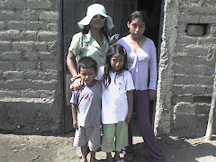 visitando a los niños en sus casa del centro caleb