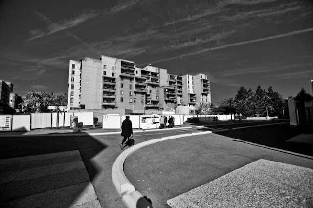 Evry Daily Photo - Quartier des Pyramides - Immeuble dit La Caravelle