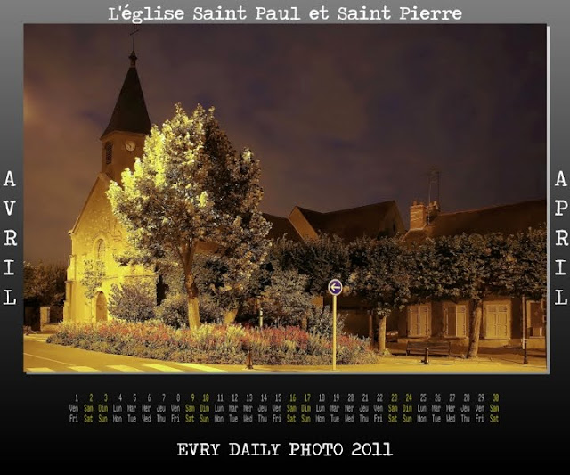 Evry Daily Photo - calendrier Evry 2011 - Calendar Evry 2011 - Avril 2011 - L Eglise Saint Pierre Saint Paul et le chateau des tourelles