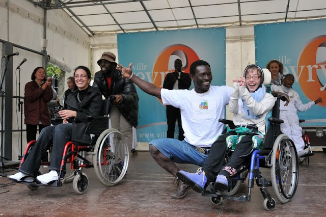 Evry Daily Photo - Fete des Associations Evry - Un sourire pour l Espoir