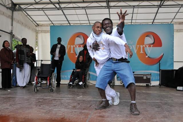 Evry Daily Photo - Fete des Associations Evry - Un sourire pour l Espoir - Aris et Tito