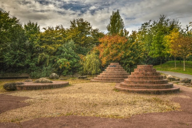 Evry Daily Photo - Les Pyramides Evry Village - HDR