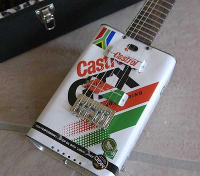http://3.bp.blogspot.com/_6I27LgG9bck/SSJlaV-p2LI/AAAAAAAADHw/2difL3ur6nE/s400/guitar_week_04b.jpg