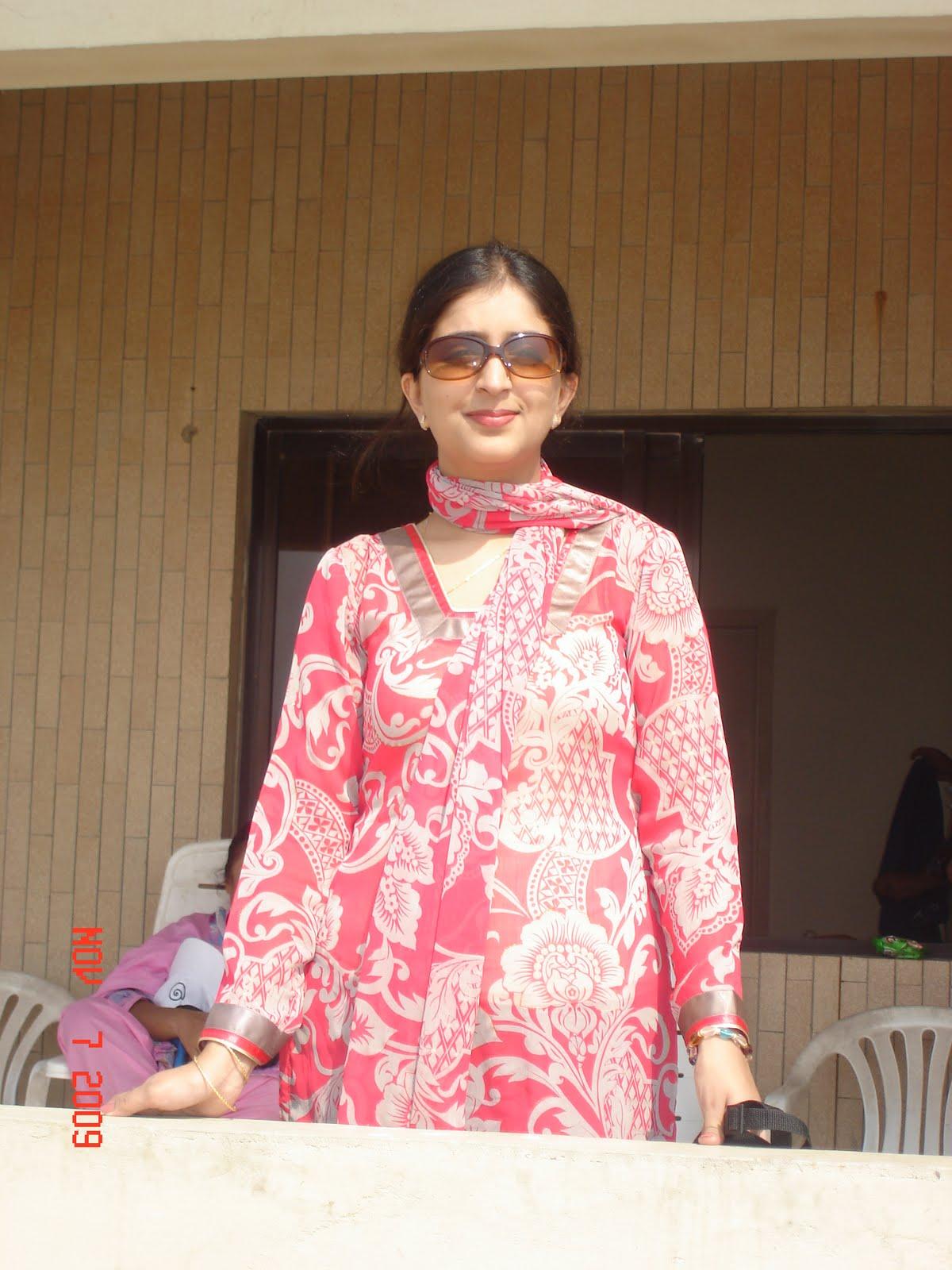 Middle east aisha aunty in kicthen