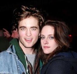 Edward (Robert Pattinson) and Bella (Kristen Stewart) still in love in the movie New Moon