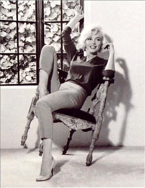 Marilyn Monroe on a Chair  sc 1 st  Marilyn Monroe wallpapers & Marilyn Monroe wallpapers: Marilyn Monroe on a Chair