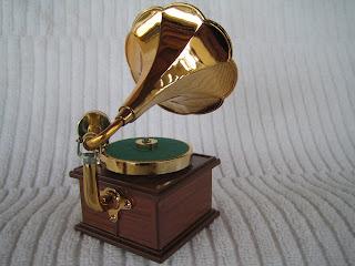 Miniature Old Fashioned Victrola