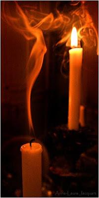 اشعل شمعة ... واطفئ شمعة +مشتعله+و+شمعه+مطفيه