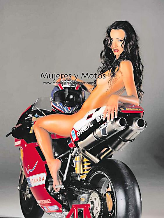 Mujeres Desnudas En Motos