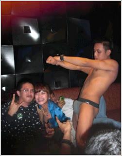 Shessa idris dan penari striptease
