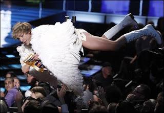 Borat Buat Eminem Marah di MTV Movie Awards