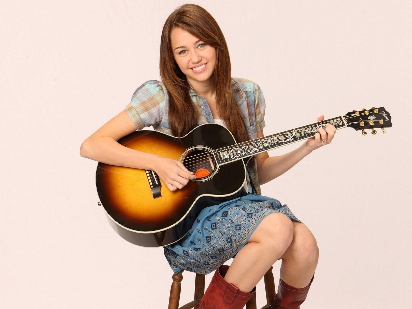 http://3.bp.blogspot.com/_6QURoNy4-5k/TOrNaBPSl4I/AAAAAAAAIlA/E_N-i0ENgjM/s1600/Miley-Cyrus.jpg
