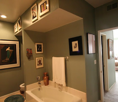 Grey bathroom before The Sunset Team's La Kaza Design's makeovers