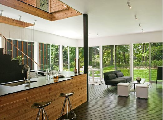 Architect tour a small modern vacation home built on some Opening glass walls