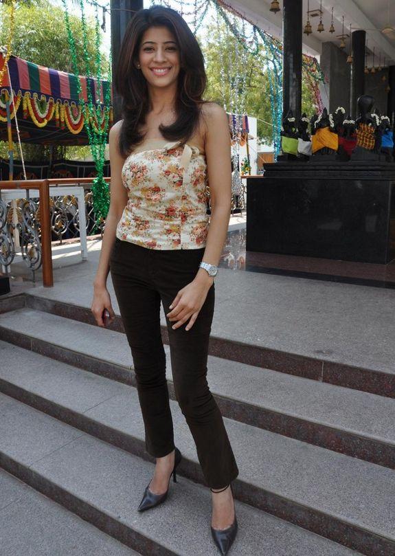 [banusri-actress-stills-pics-photos-02.jpg]