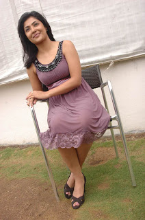 Kamalini Mukherjee Hot Photo Gallery