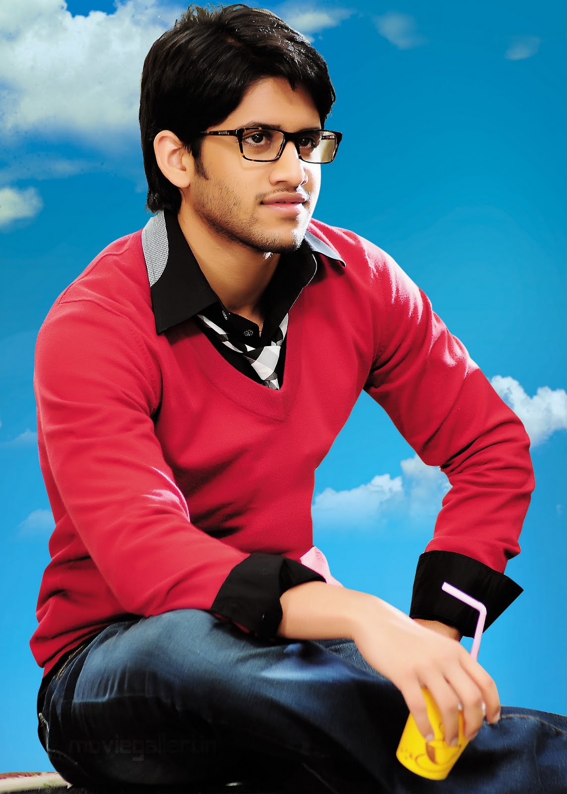 http://3.bp.blogspot.com/_6Vr9b9OoZno/TOyyHnMKAVI/AAAAAAAAE_k/MNcHcaiqrSs/s1600/naga_chaitanya_latest_new_movie_wallpapers_02.jpg