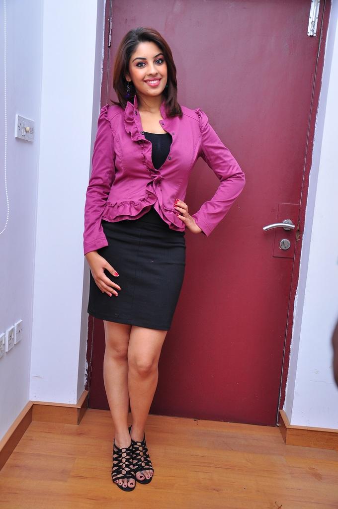 richa gangopadhyay sexy photo secretary style - bolly actress pictures