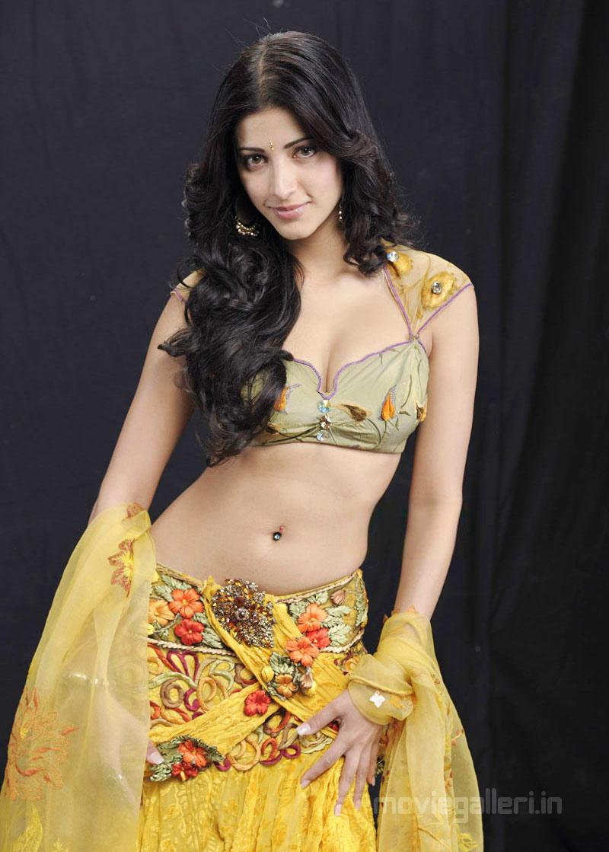 , Shruti Hassan Anaganaga oka Dheerudu Movie Hot Stills