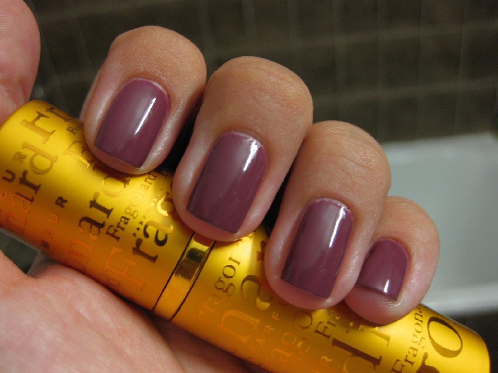 Ягодный цвет ногтей фото