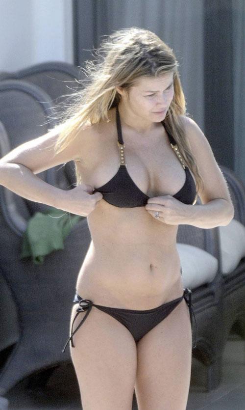 Carmen Electra's bikini body without makeup